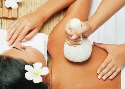 Rejuvenating Herbal Stamp Massage