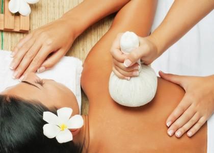 Rejuvenating Herbal Stamp Massage